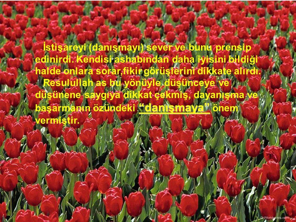 Hz Muhammed sosyal bir ahlak sahibidir. İnsanlarla devamlı içli-dışlı olmuştur.
