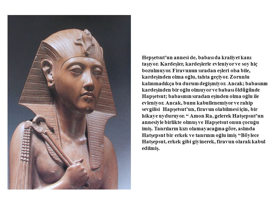 3 katlı olarak inşa edilen görkemli tapınak, Mentuhotep'in kurmuş olduğu Orta Krallığa ait mezar tapınağının hemen yanında yar alıyor.