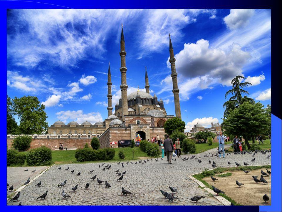 USTALIK ESERİM Mimar Sinan, Süleymaniye'nin ardından, küçük büyük çok sayıda eser ortaya koymuştur.