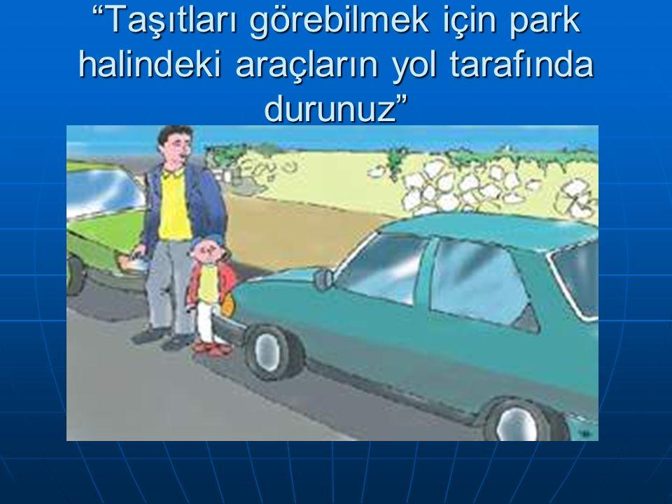 Park etmiş araçların arasından diğer taşıtları görmek zordur çıkmak için acle etmeyin