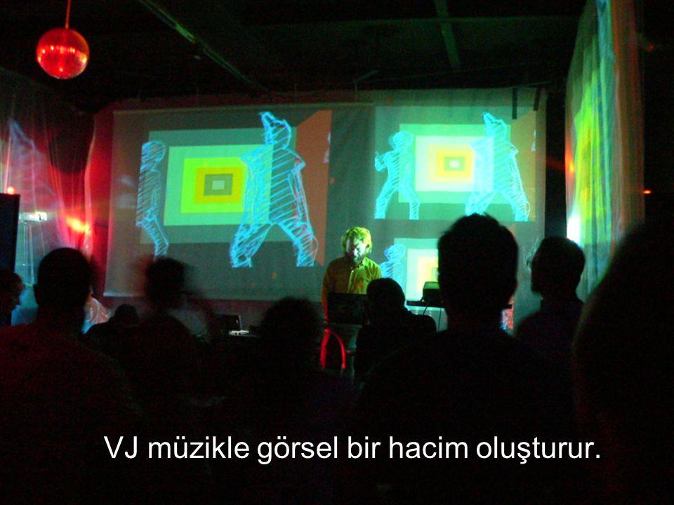 VJ müzikle görsel bir hacim oluşturur.