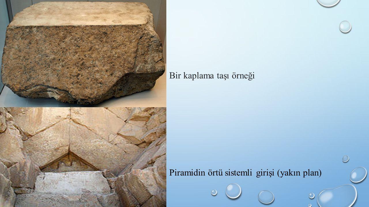 Bir kaplama taşı örneği Piramidin örtü sistemli girişi (yakın plan)