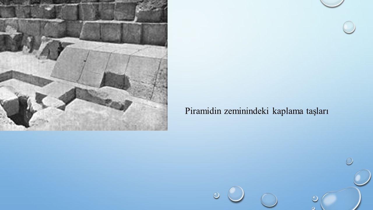 Piramidin zeminindeki kaplama taşları