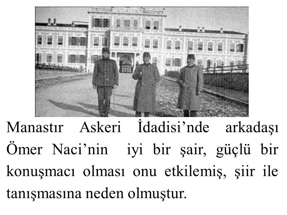 Manastır Askeri İdadisi'nde arkadaşı Ömer Naci'nin iyi bir şair, güçlü bir konuşmacı olması onu etkilemiş, şiir ile tanışmasına neden olmuştur.