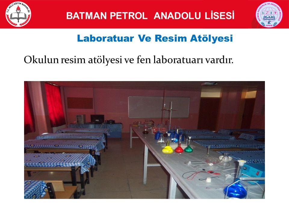 Okulun resim atölyesi ve fen laboratuarı vardır.