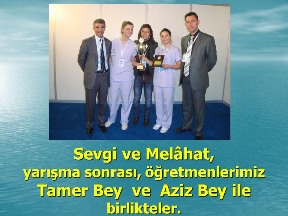 Sevgi ve Melâhat, yarışma sonrası, öğretmenlerimiz Tamer Bey ve Aziz Bey ile birlikteler.