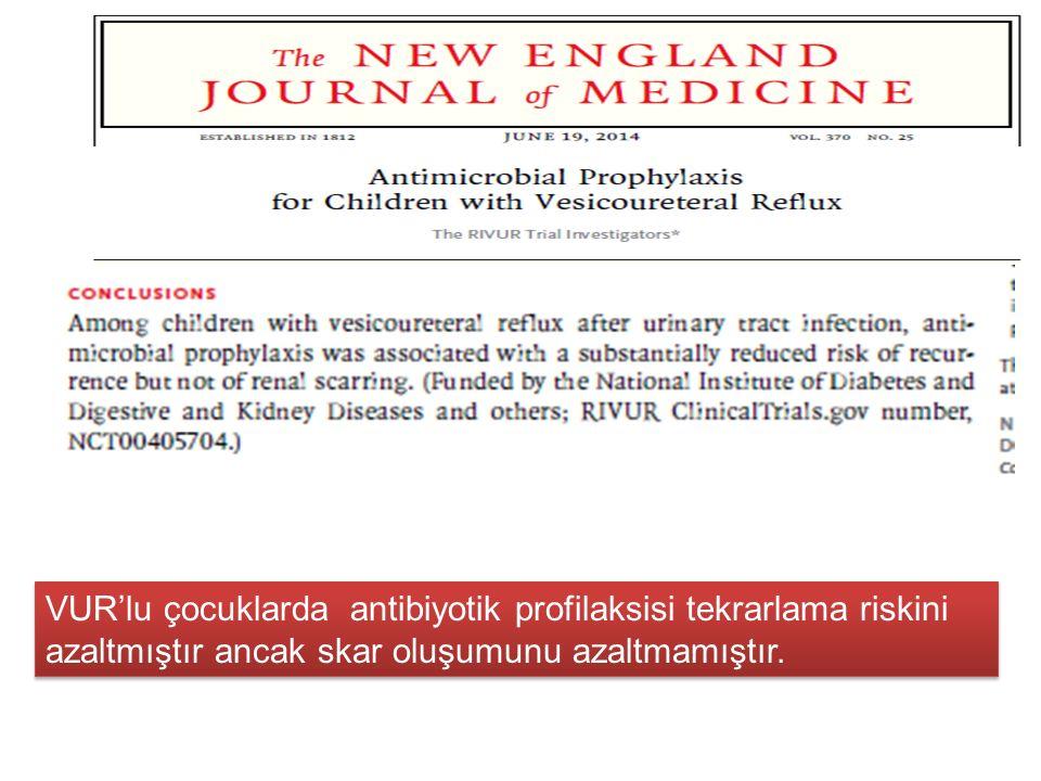 VUR'lu çocuklarda antibiyotik profilaksisi tekrarlama riskini azaltmıştır ancak skar oluşumunu azaltmamıştır.