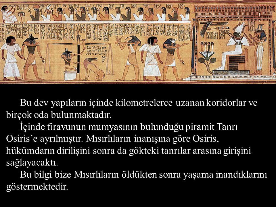 Bu dev yapıların içinde kilometrelerce uzanan koridorlar ve birçok oda bulunmaktadır. İçinde firavunun mumyasının bulunduğu piramit Tanrı Osiris'e ayr