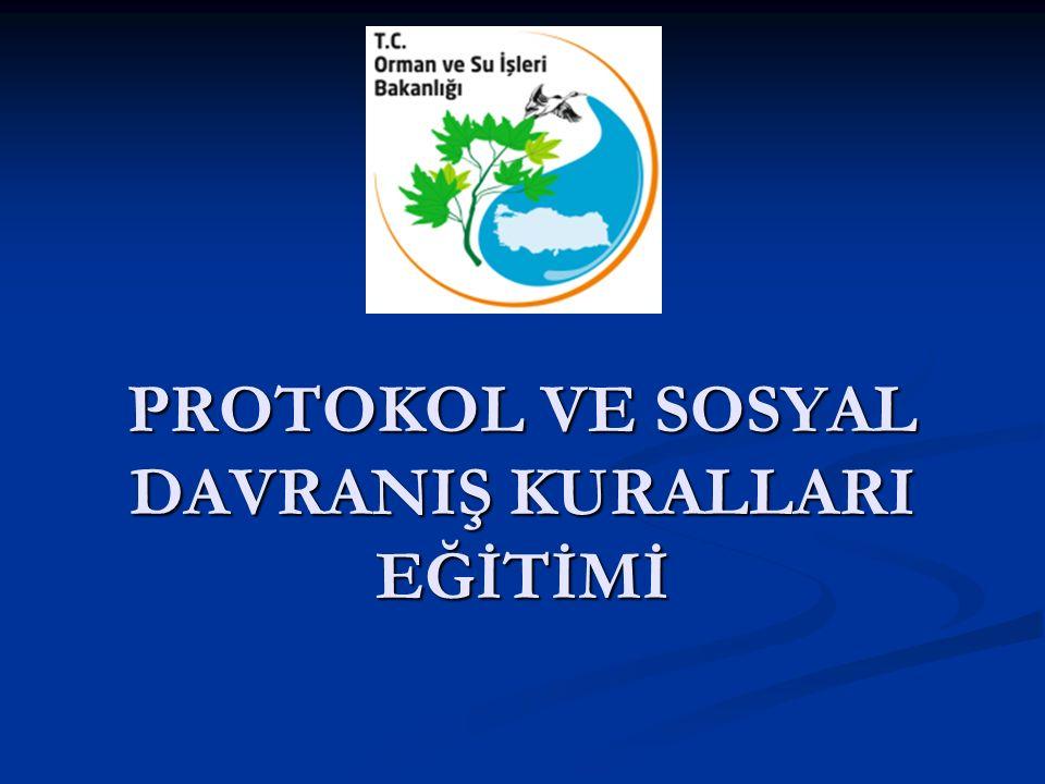 TÖREN ALANI HAZIRLIĞI Kürsünün sağ tarafına Türk Bayrağı, sol tarafına Kurum Bayrağı konur.