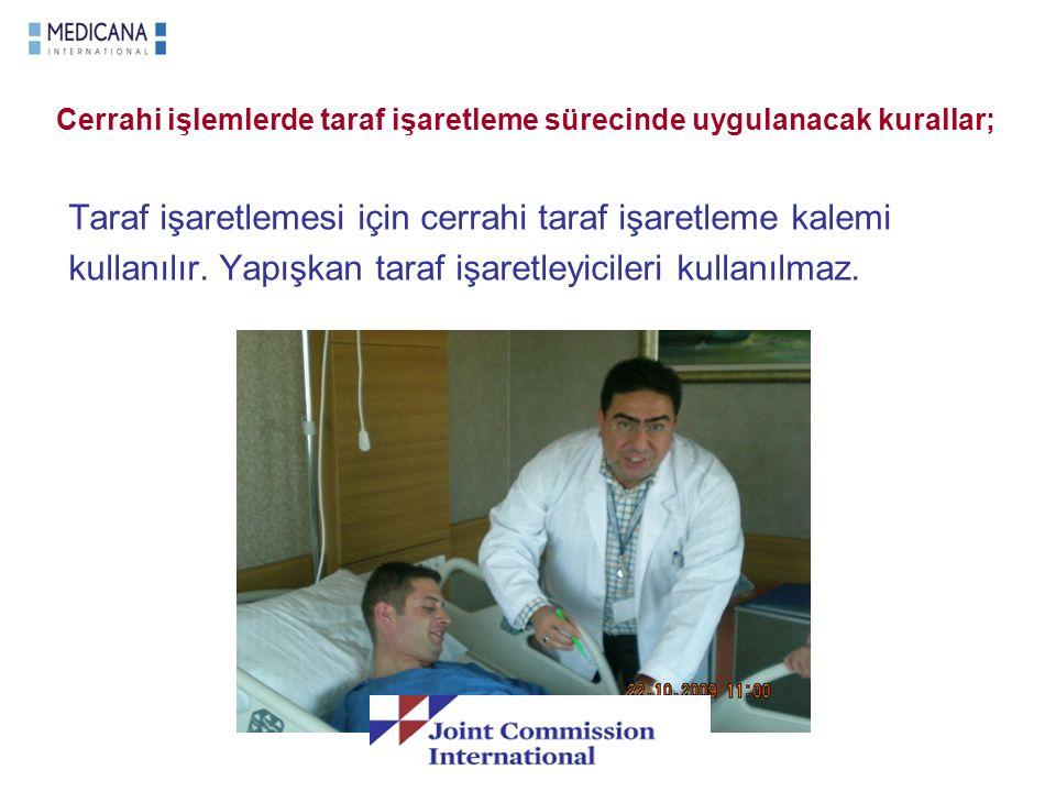 Cerrahi işlemlerde taraf işaretleme sürecinde uygulanacak kurallar; Taraf işaretlemesi için cerrahi taraf işaretleme kalemi kullanılır. Yapışkan taraf
