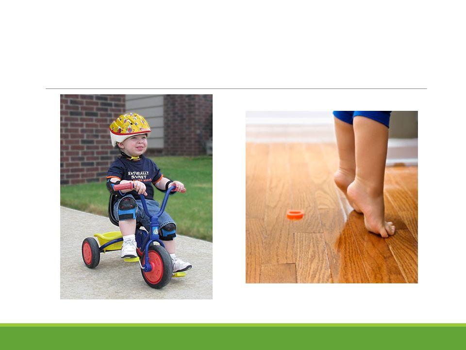 4-5 yaş Uzun adımlarla yetişkinler gibi yürür Beden hareketleri daha uyumludur Tırmanma, zıplama, atlama, hızlı pedal çevirme ve takla atma fonksiyonları başarıyla gerçekleştirir Parmak uçlarında dengelidir Koşma, aniden durma, tekrar koşma, aniden dönme başarıyla gerçekleştirdiği hareketlerdir Merdivenleri tek başına, yardımsız ve ayak değiştirerek inebilir Öğretilirse bu yaşta basit müzik aletlerini çalabilir