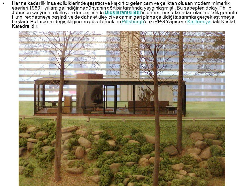 Her ne kadar ilk inşa edildiklerinde şaşırtıcı ve kışkırtıcı gelen cam ve çelikten oluşan modern mimarlık eserleri 1960'lı yıllara gelindiğinde dünyan