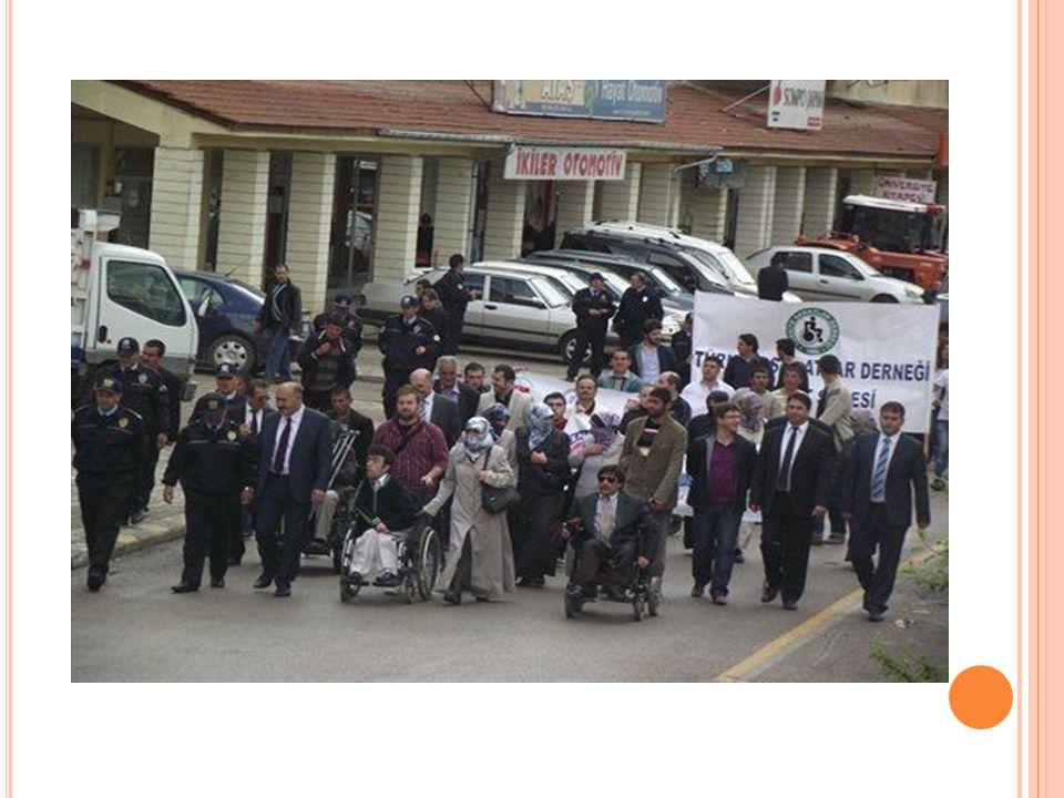 S AKATLAR D ERNEĞ İ B AYBURT Ş UBES İ N İ Z İ YARET E TT İ K Teşkilatımızın Türkiye Sakatlar Derneği Bayburt Şubesi'ni ziyaretinde Bayburt'taki engelli vatandaşların sorunları hakkında bilgi edinildi.