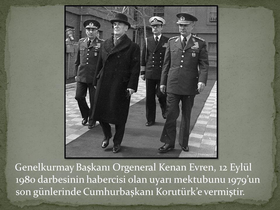 Genelkurmay Başkanı Orgeneral Kenan Evren, 12 Eylül 1980 darbesinin habercisi olan uyarı mektubunu 1979'un son günlerinde Cumhurbaşkanı Korutürk'e vermiştir.