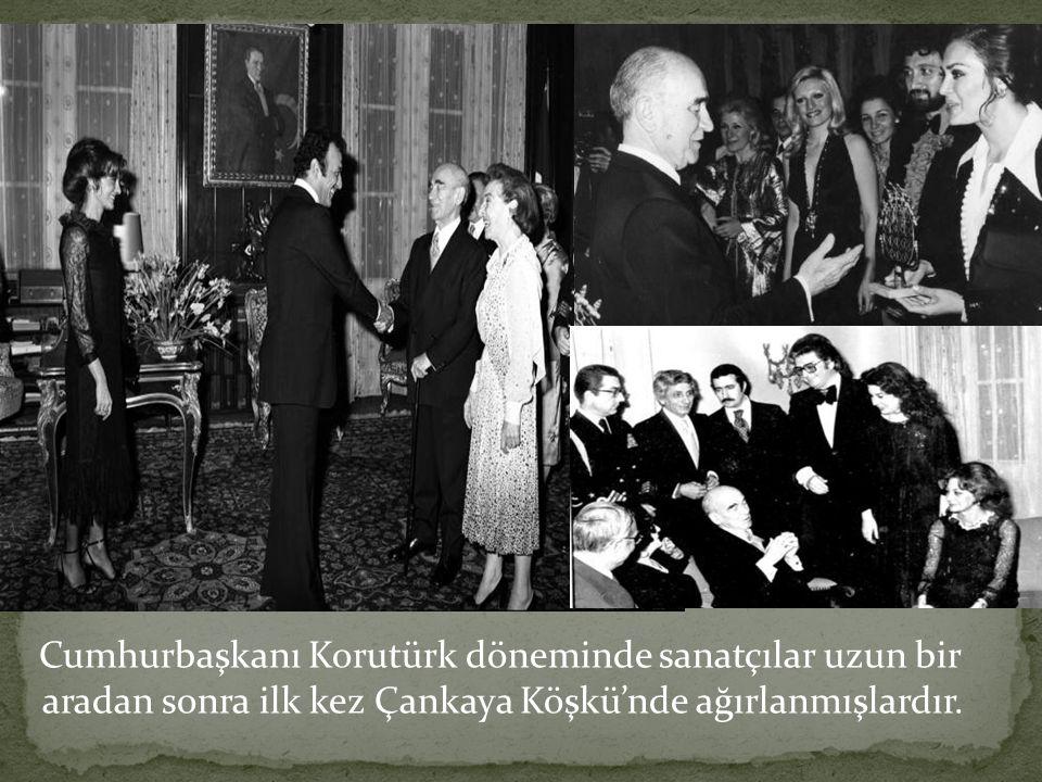 Cumhurbaşkanı Korutürk döneminde sanatçılar uzun bir aradan sonra ilk kez Çankaya Köşkü'nde ağırlanmışlardır.