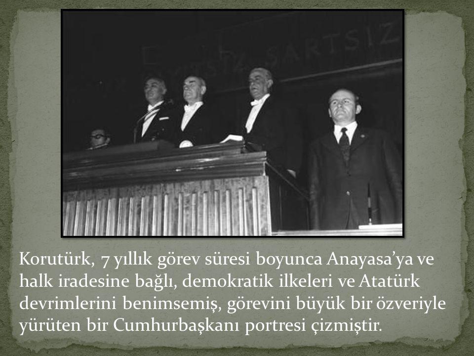 Korutürk, 7 yıllık görev süresi boyunca Anayasa'ya ve halk iradesine bağlı, demokratik ilkeleri ve Atatürk devrimlerini benimsemiş, görevini büyük bir özveriyle yürüten bir Cumhurbaşkanı portresi çizmiştir.