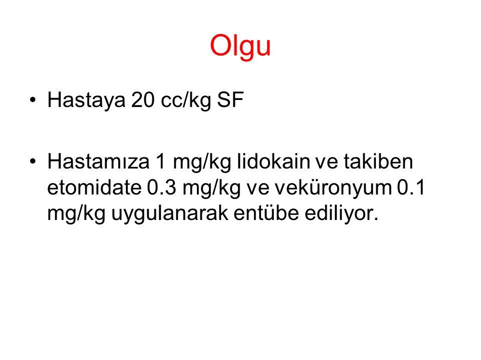 Olgu Hastaya 20 cc/kg SF Hastamıza 1 mg/kg lidokain ve takiben etomidate 0.3 mg/kg ve veküronyum 0.1 mg/kg uygulanarak entübe ediliyor.