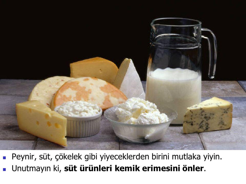 Peynir, süt, çökelek gibi yiyeceklerden birini mutlaka yiyin. Unutmayın ki, süt ürünleri kemik erimesini önler.