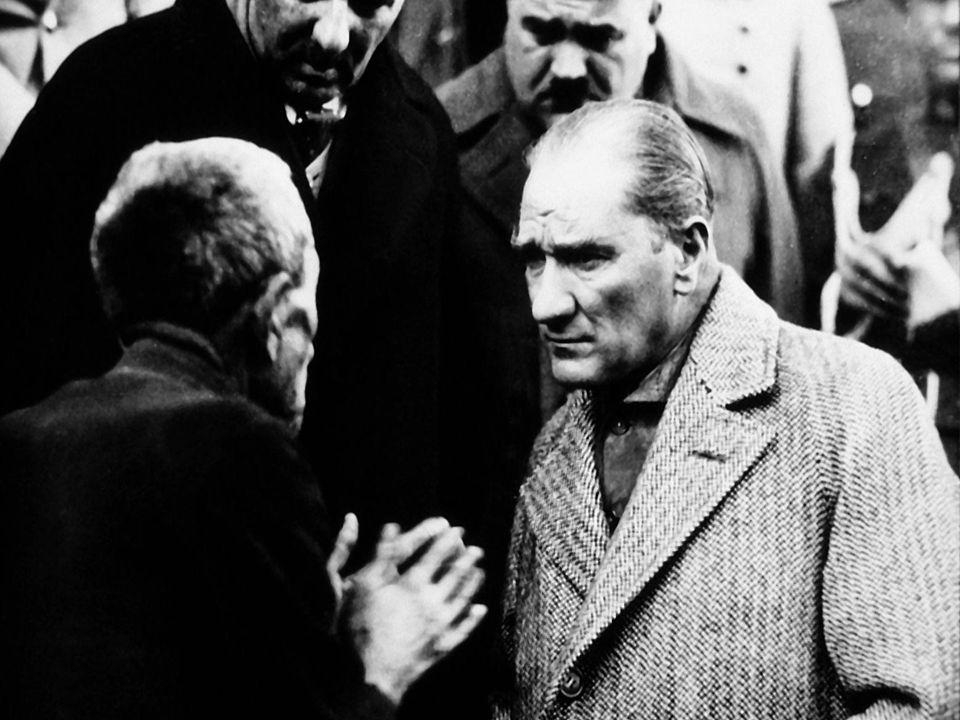 Atatürk, 23 Nisan 1920 tarihinde TBMM'yi açmıştır.