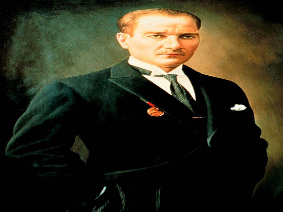 Atatürk, annesinin isteğiyle Mahalle Mektebi'ne gitmiştir.