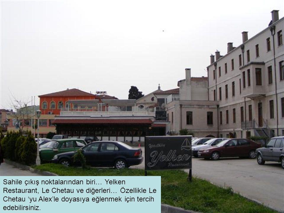Sahile çıkış noktalarından biri… Yelken Restaurant, Le Chetau ve diğerleri… Özellikle Le Chetau 'yu Alex'le doyasıya eğlenmek için tercih edebilirsiniz.