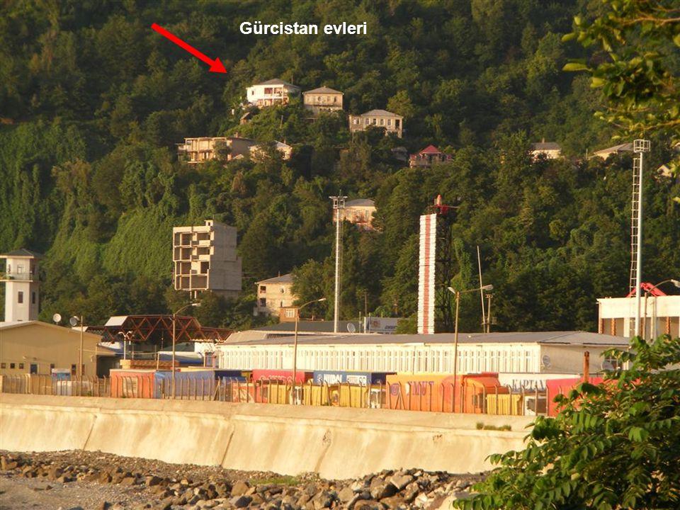 Sarp Sınır Kapısı, Karadeniz kıyısında, Türkiye ile Gürcistan arasındaki sınır kapısıdır.