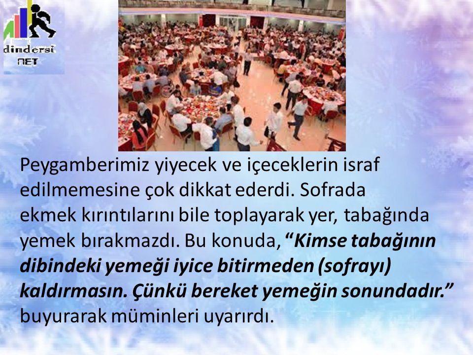 Peygamberimiz yiyecek ve içeceklerin israf edilmemesine çok dikkat ederdi. Sofrada ekmek kırıntılarını bile toplayarak yer, tabağında yemek bırakmazdı