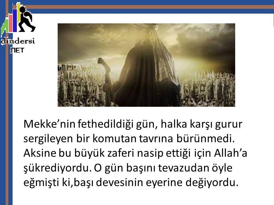 Mekke'nin fethedildiği gün, halka karşı gurur sergileyen bir komutan tavrına bürünmedi. Aksine bu büyük zaferi nasip ettiği için Allah'a şükrediyordu.