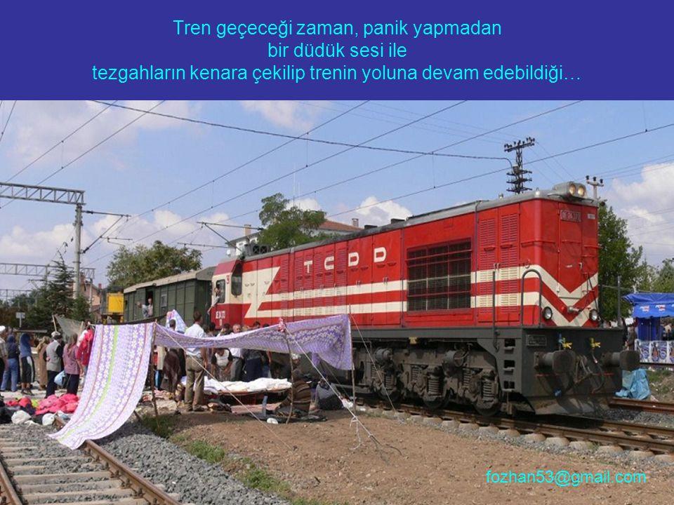 Tren geçeceği zaman, panik yapmadan bir düdük sesi ile tezgahların kenara çekilip trenin yoluna devam edebildiği… fozhan53@gmail.com