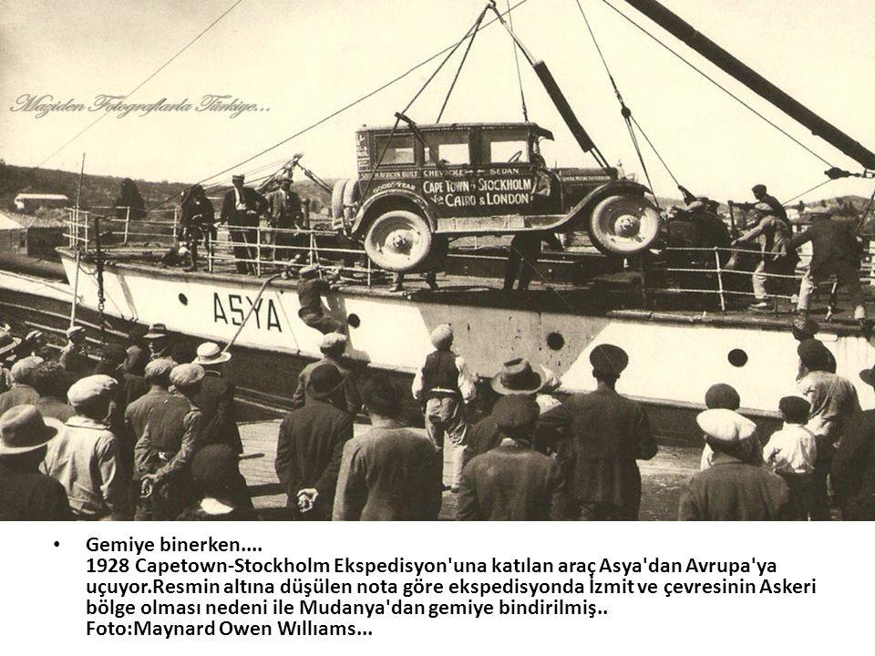 • Gemiye binerken.... 1928 Capetown-Stockholm Ekspedisyon'una katılan araç Asya'dan Avrupa'ya uçuyor.Resmin altına düşülen nota göre ekspedisyonda İzm