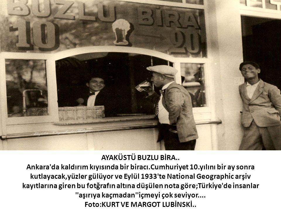 AYAKÜSTÜ BUZLU BİRA.. Ankara'da kaldırım kıyısında bir biracı.Cumhuriyet 10.yılını bir ay sonra kutlayacak,yüzler gülüyor ve Eylül 1933'te National Ge