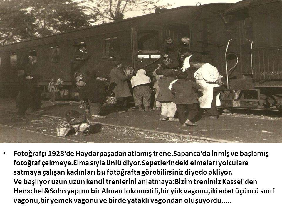 • Fotoğrafçı 1928'de Haydarpaşadan atlamış trene.Sapanca'da inmiş ve başlamış fotoğraf çekmeye.Elma sıyla ünlü diyor.Sepetlerindeki elmaları yolculara