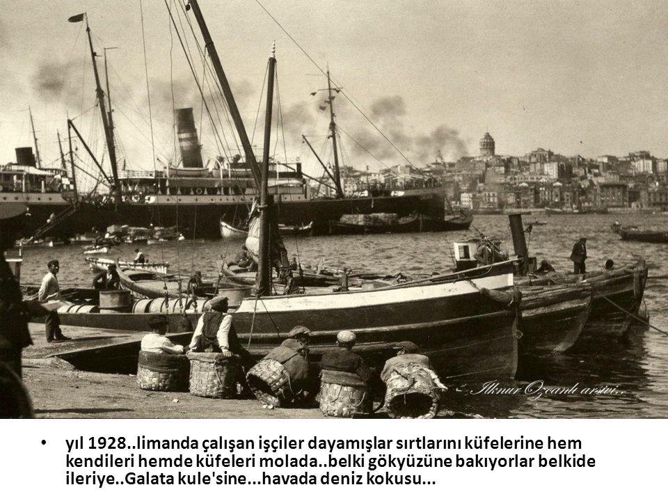 • yıl 1928..limanda çalışan işçiler dayamışlar sırtlarını küfelerine hem kendileri hemde küfeleri molada..belki gökyüzüne bakıyorlar belkide ileriye..