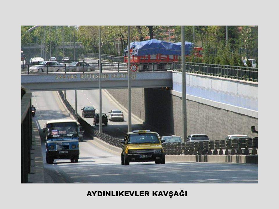 Köprülü kavşak yapıldıktan sonra trafik diğer kavşakta daha fazla tıkanıyor… Sonra deniyor ki, bu kavşağı da köprülü kavşak yapmak gerekli ki trafik aksın …!