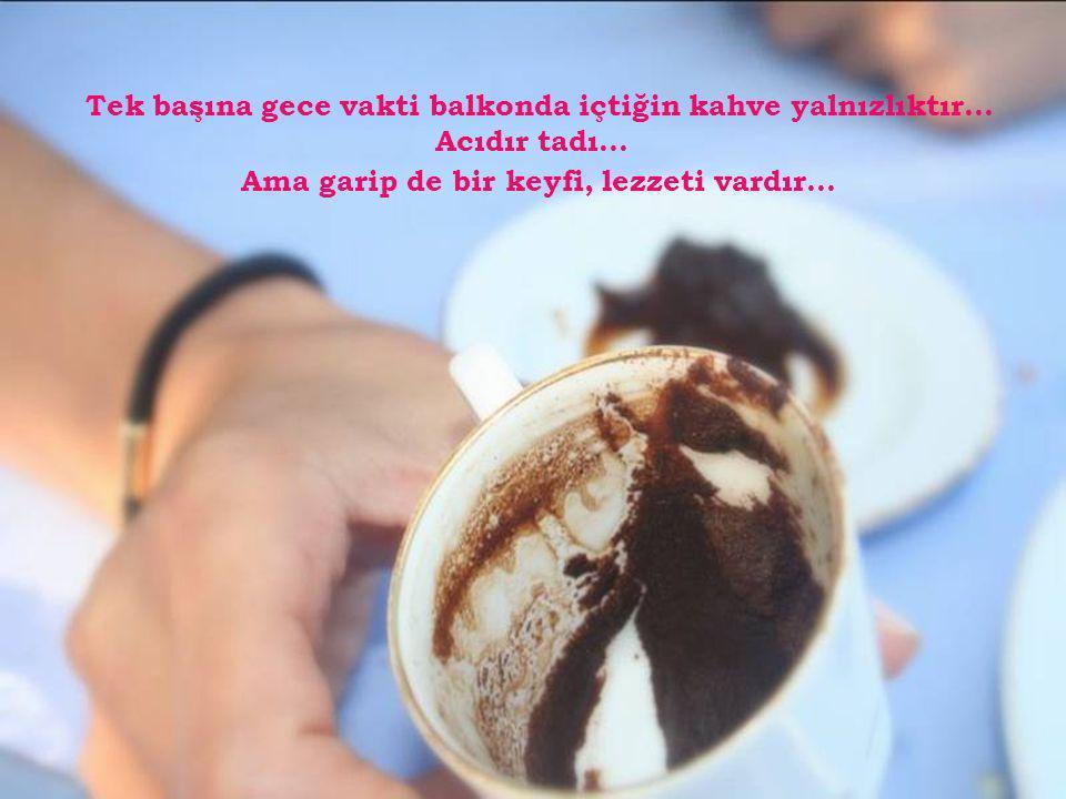 Dostlarla içilen kahve neşedir... Kahkahalar köpüklerin üzerinde yüzer...