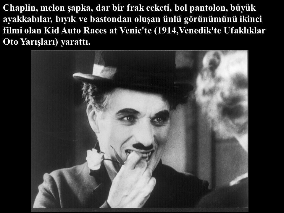 O yıl filmlerde rol almak üzere Keystone'un tek makaralık slapstick filmleri yapımcısı Mack Sennett, Chaplin'i Karno turnesi sırasında New York'tayken