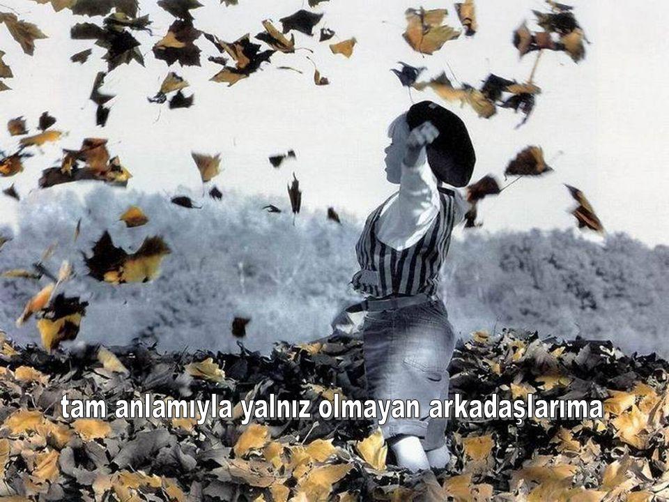 Aşk bir kelebeğe benzer Peşinden ne kadar koşarsan Senden o kadar kaçar, Ama onu kendi halinde uçmaya bırakırsan Hiç beklemediğin bir an da geliverir,