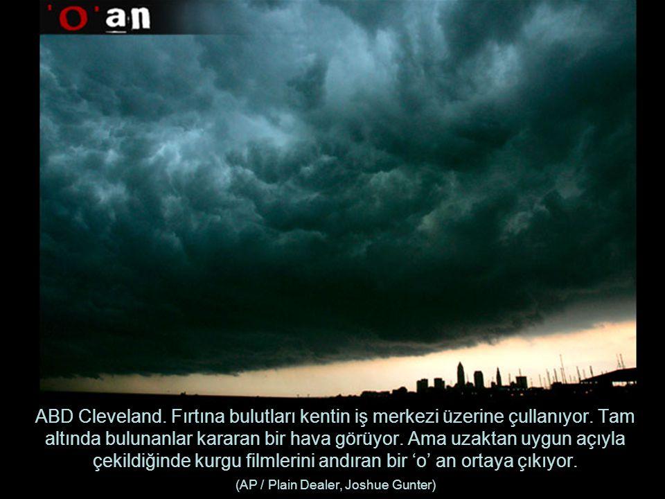 ABD Cleveland.Fırtına bulutları kentin iş merkezi üzerine çullanıyor.