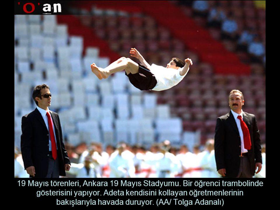 19 Mayıs törenleri, Ankara 19 Mayıs Stadyumu.Bir öğrenci trambolinde gösterisini yapıyor.