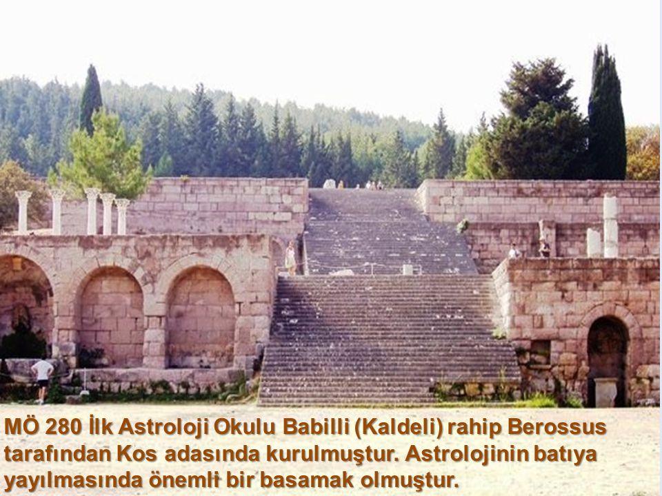 MÖ 687'e ait Mul Apin. İlk yıldız kataloğu olarak tanınır. Tabletlerde zamanından 600 yıl öncesine giden gözlemler sayesinde geleceğe yönelik basit yo