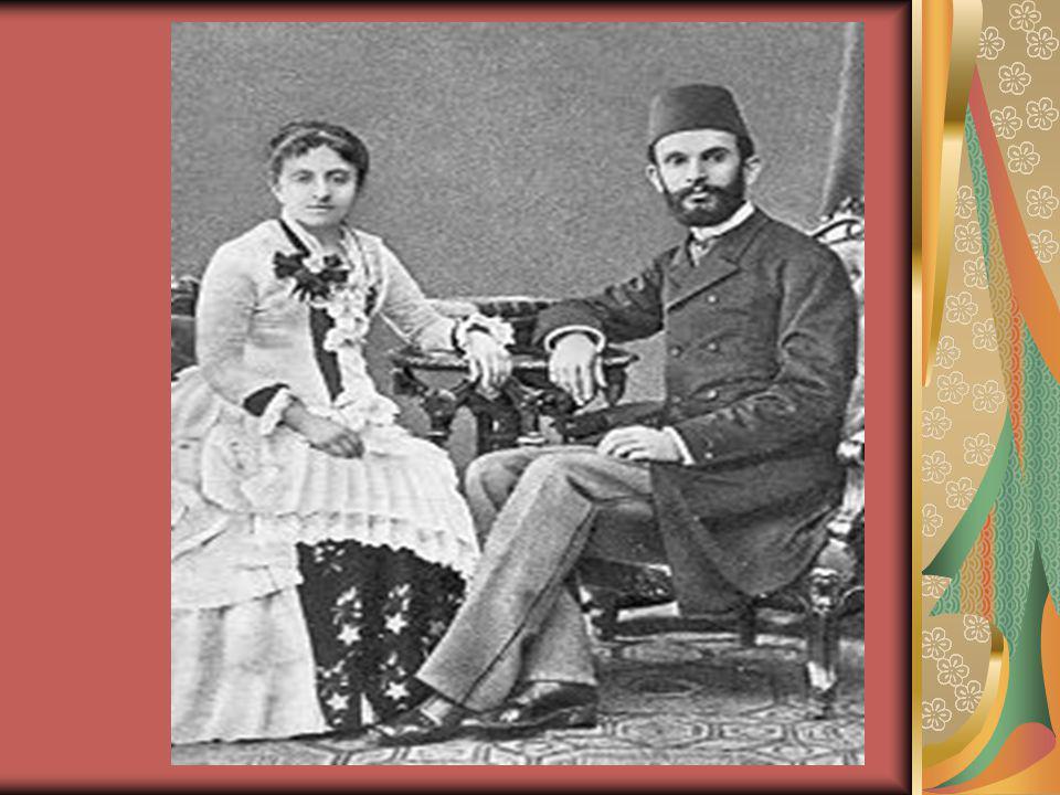 Vatan Yahut Silistre krizi esnasında bu gazete Yeni Osmanlılar lehine neşriyatta bulunduğu için kapatıldı.Yeni Osmanlılar 1874 te Fransızca dan çevirdiği İhtiyar Onbaşı adlı trajedisinin sahnede kazandığı başarı üzerine, Arnavut sorunlarını ele alan Besa adlı oyunu da Gedikpaşa Tiyatrosu nda sahnelendi.Gedikpaşa Tiyatrosu