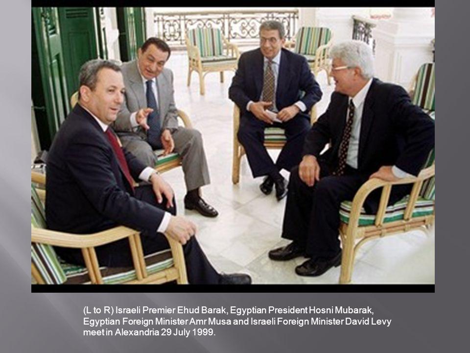 (L to R) Israeli Premier Ehud Barak, Egyptian President Hosni Mubarak, Egyptian Foreign Minister Amr Musa and Israeli Foreign Minister David Levy meet