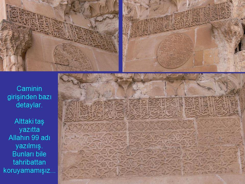 Caminin girişinden bazı detaylar.Alttaki taş yazıtta Allahın 99 adı yazılmış.