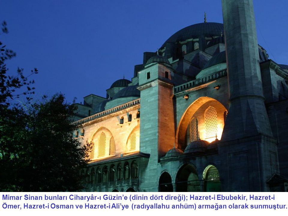 Mimar Sinan bunları Ciharyâr-ı Güzin'e (dinin dört direği); Hazret-i Ebubekir, Hazret-i Ömer, Hazret-i Osman ve Hazret-i Ali'ye (radıyallahu anhüm) ar