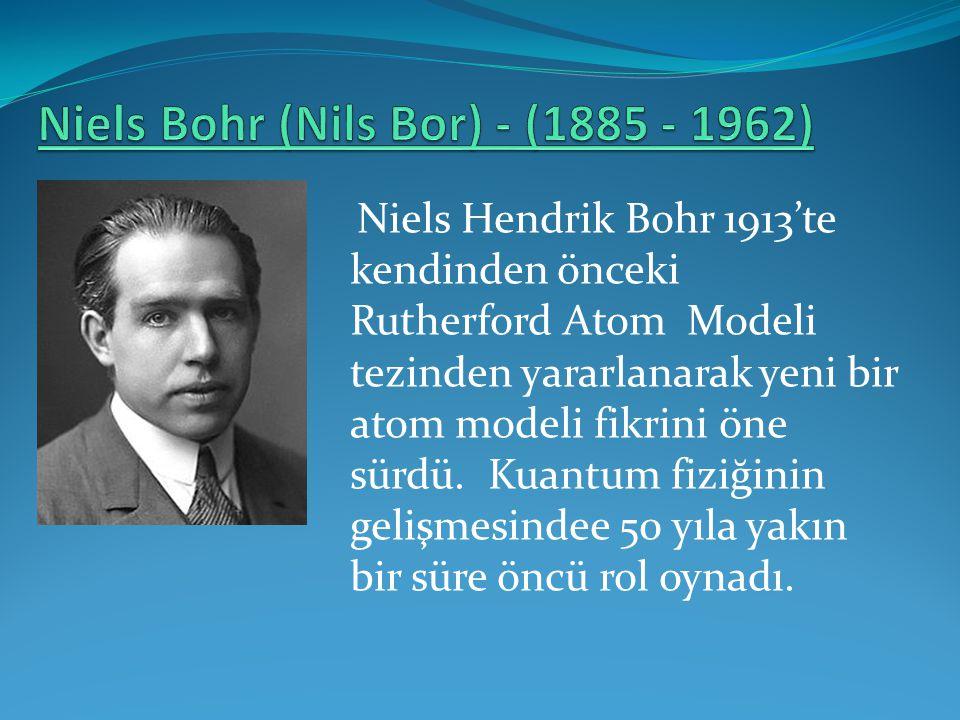 Niels Hendrik Bohr 1913'te kendinden önceki Rutherford Atom Modeli tezinden yararlanarak yeni bir atom modeli fikrini öne sürdü. Kuantum fiziğinin gel