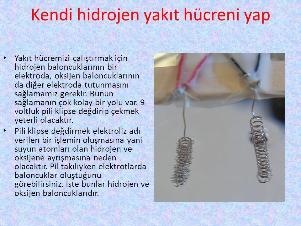Kendi hidrojen yakıt hücreni yap • Yakıt hücremizi çalıştırmak için hidrojen baloncuklarının bir elektroda, oksijen baloncuklarının da diğer elektroda
