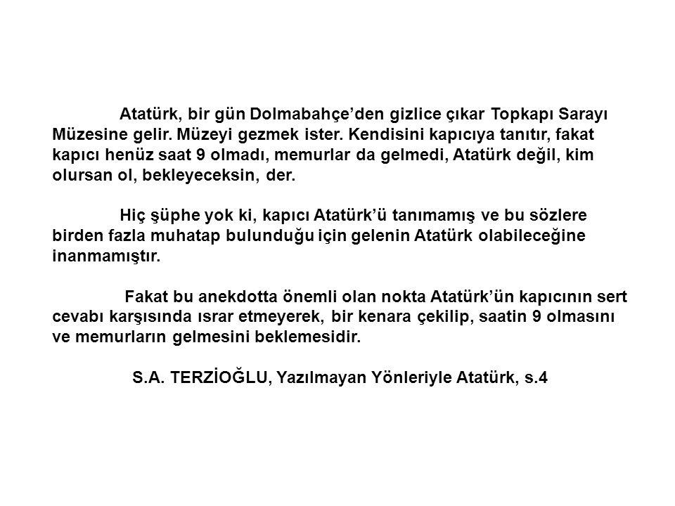 Atatürk, bir gün Dolmabahçe'den gizlice çıkar Topkapı Sarayı Müzesine gelir.