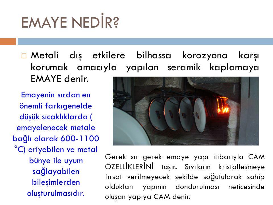 EMAYE NED İ R?  Metali dış etkilere bilhassa korozyona karşı korumak amacıyla yapılan seramik kaplamaya EMAYE denir. Emayenin sırdan en önemli farkıg