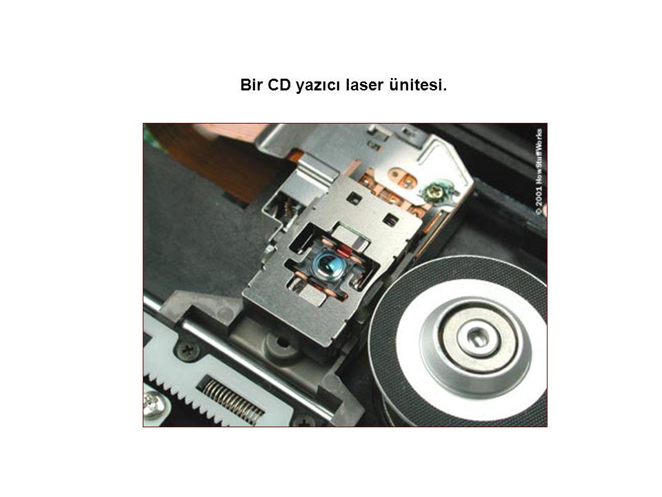 Bir CD yazıcı laser ünitesi.