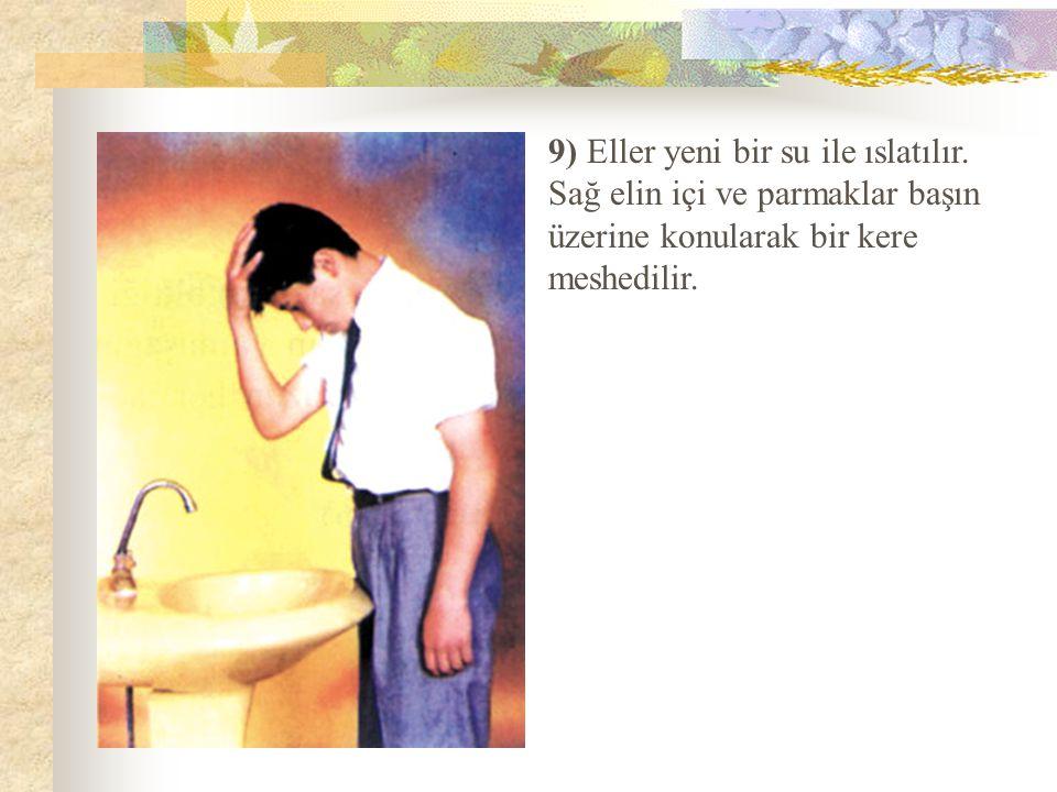9) Eller yeni bir su ile ıslatılır. Sağ elin içi ve parmaklar başın üzerine konularak bir kere meshedilir.